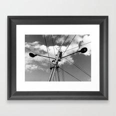 Fios e céu Framed Art Print
