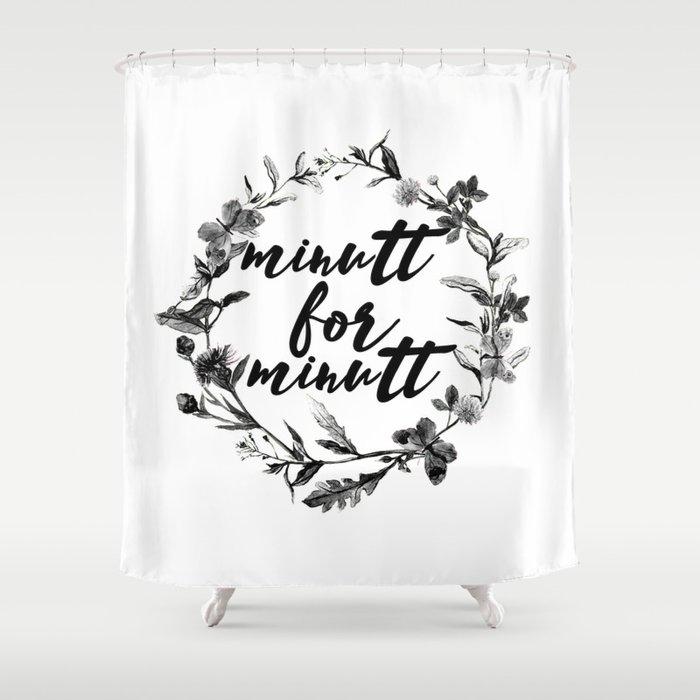 minutt for minutt floreal Shower Curtain
