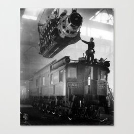 CN Train Engine Installation - Installation d'un moteur sur un train du CN  Canvas Print