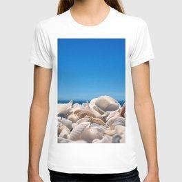 cockleshells sky coast beach blue T-shirt