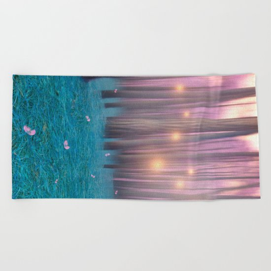Pink feather dance Beach Towel