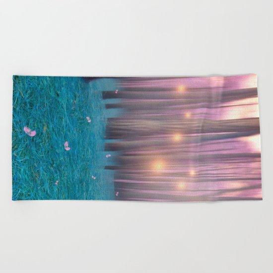 Pink feather dance Beach Towel