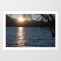 a través del lago Art Print