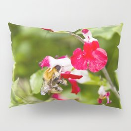 Busy bee in the flowers Pillow Sham