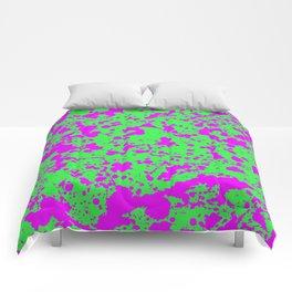 Fuchsia Spray Splatters on Neon Green Surface Comforters