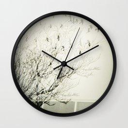 Des oiseaux pas dans le ciel Wall Clock