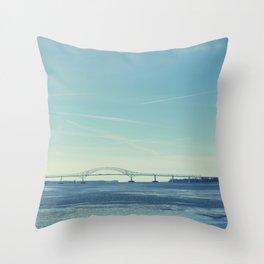 Pont de Trois-Rivières (Canada) / Bridge Throw Pillow