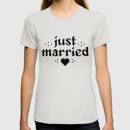 just married couple wedding gift pixel heart T-shirt