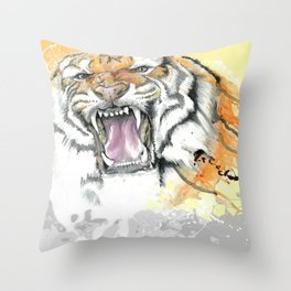 TIGER-THE HUNT Throw Pillow