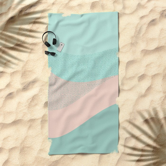 Looking the stars Beach Towel