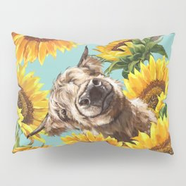 Highland Cow with Sunflowers in Blue Kissenbezug