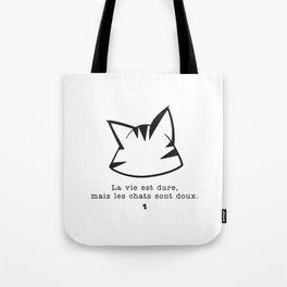 La vie est dure, mais les chats sont doux v2 Tote Bag