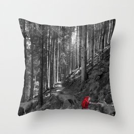 Chaperon rouge Throw Pillow