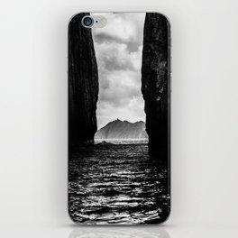 Diverge iPhone Skin