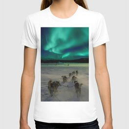 Winter Northern Lights Dog Sled (Color) T-shirt