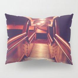 26 (Fe)et Closer Pillow Sham