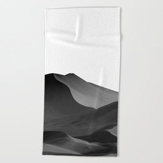 dunes(Black and white) Beach Towel