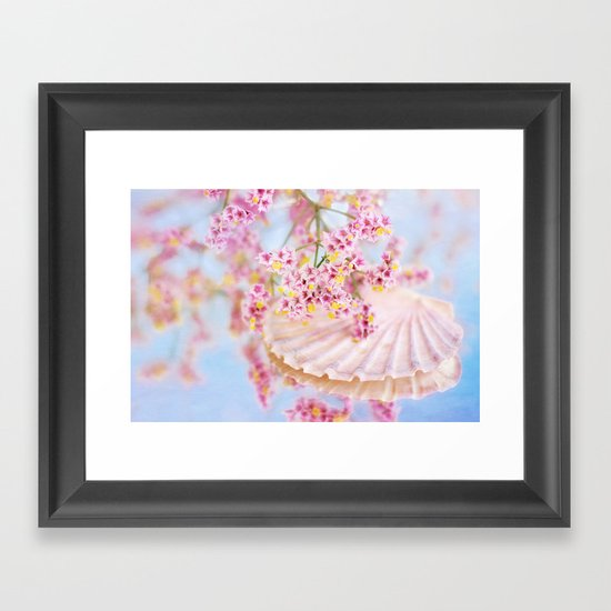 PINK SEA SHELL DREAM Framed Art Print
