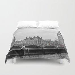 Buses on Westminster Bridge Duvet Cover