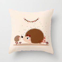 Hérissons bisou Throw Pillow