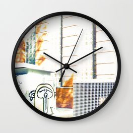 Graffiti triste y sombras rojas Wall Clock