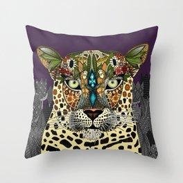 leopard queen Throw Pillow