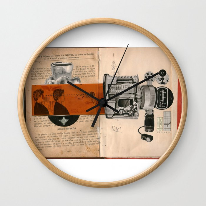 sesos huecos Wall Clock