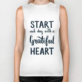 Start each day with a grateful heart Text on sea photo Biker Tank