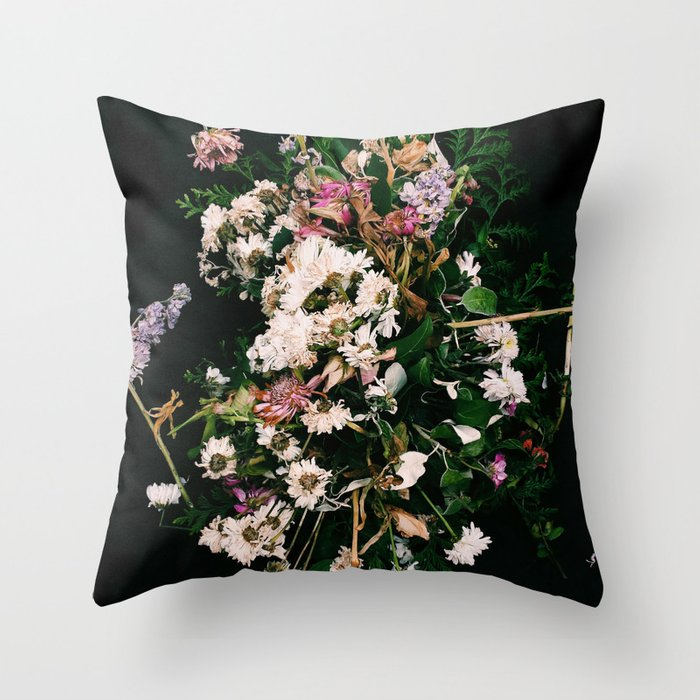 A beautiful death Throw Pillow