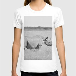 12,000pixel - 500dpi, High Quality Photograph - Rhino in the meadow - Black and white T-shirt