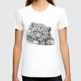 Snow Leopard Cub G105 T-shirt