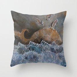il Mare, la Tera e la mia Balena Throw Pillow