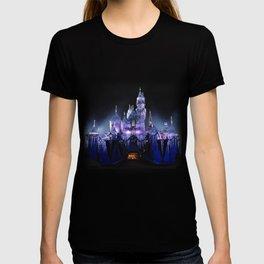 Sleeping Beauty's Winter Castle (Night-time, no 1) T-shirt