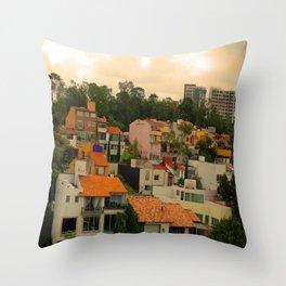 Naturaleza urbanizada Throw Pillow