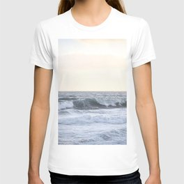 Sea Waves Modern and Vintage Beach Aesthetic Photography of Artsy Light Yellow Pink Sky T-shirt