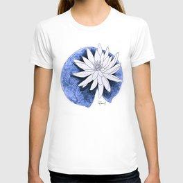 WHITE & BLUE LILY FLOWER ILLUSTRATION T-shirt