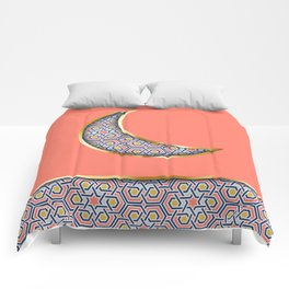 Patterned crescent on living coral pink Comforters