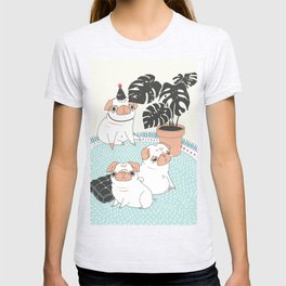 Pugs with tropical plants T-shirt