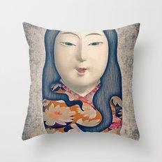 Matrioska japonesa Throw Pillow