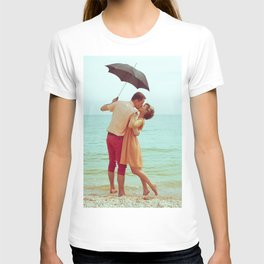 Vintage couple kissing each other on the beach T-shirt