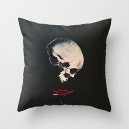 Rosenrot Throw Pillow
