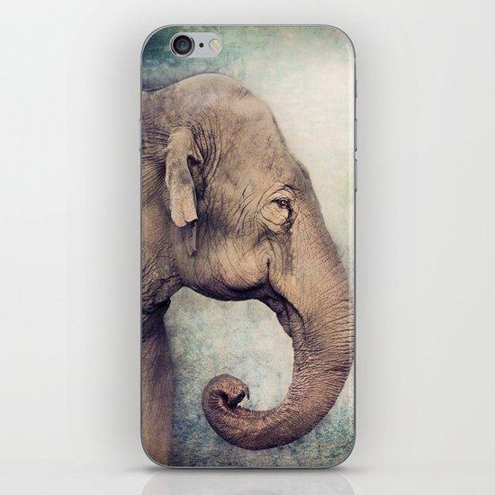 The smiling Elephant iPhone & iPod Skin