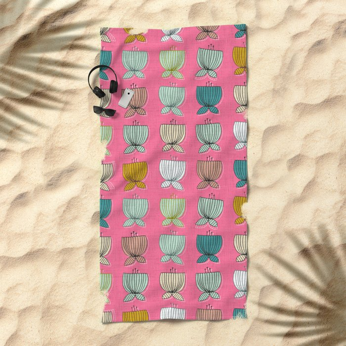 flower cups pink Beach Towel