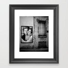 bacio kiss Framed Art Print