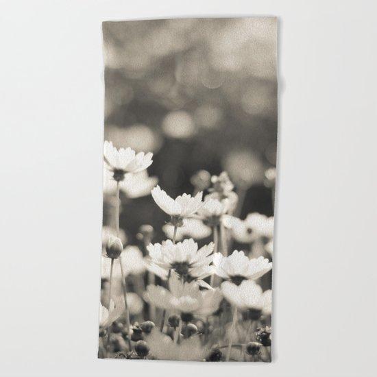 Black and White Daisy Beach Towel