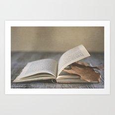 Libro y otoño.  Art Print