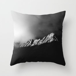 Last sun rays on the mountain in black and white Throw Pillow