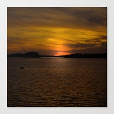 The sun goes down and night falls Canvas Print