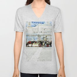 Roma: horse-drawn carriages stopped under the altar of the fatherland Unisex V-Neck