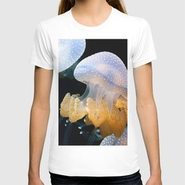 Underwater Macrophotography of Jellyfish T-shirt